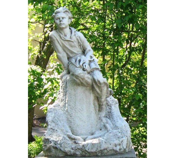 Памятник мальчику Алеше Пешкову